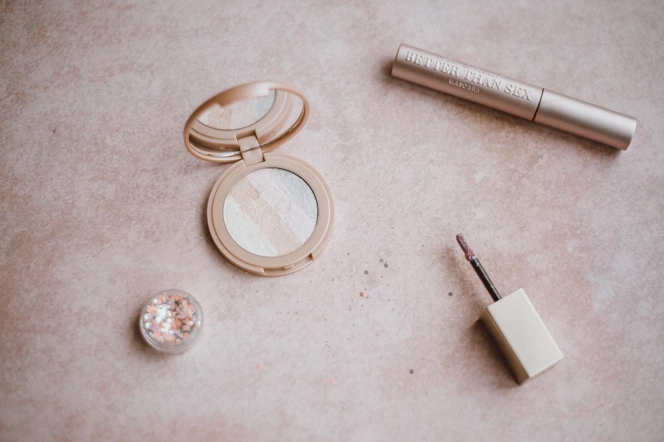 Lee más sobre el artículo Taller de visagismo, colormetría y maquillaje